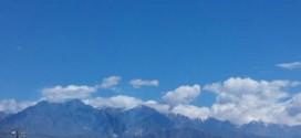 新疆乌鲁木齐–昆仑山巅白雪皑